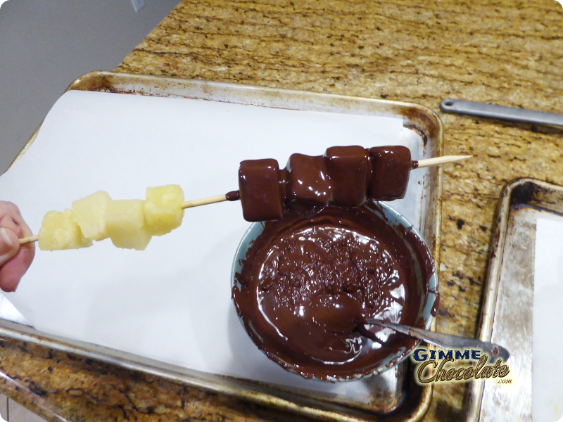 pour chocolate on pineapple